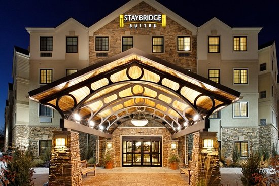 Rossford, OH: Hotel Exterior