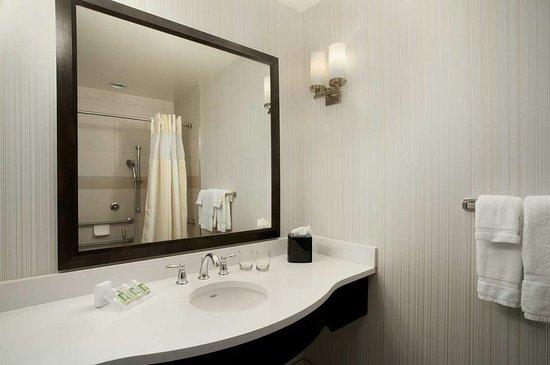 ออเบิร์น, นิวยอร์ก: Bathroom