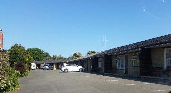 Timaru, Nueva Zelanda: Easy parking in front of the units.