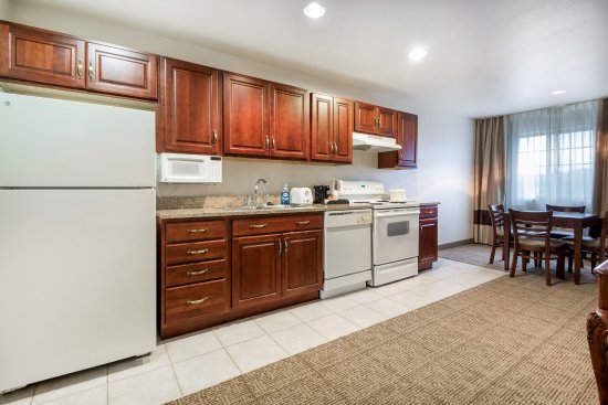 Waupaca, WI: Kitchennete  Suite