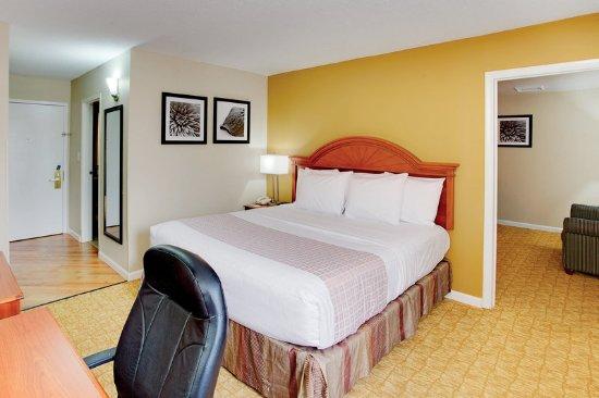Waldorf, MD: Suite