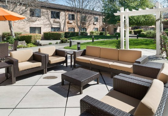 Vacaville, CA: Courtyard View