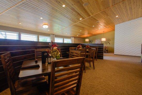 Waupaca, WI: Dining Lounge