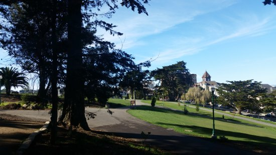 Alamo Square : Looking West