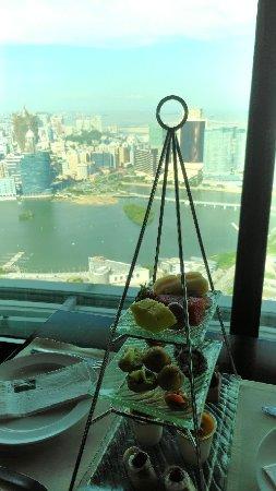 於高處環視港灣景色的餐廳