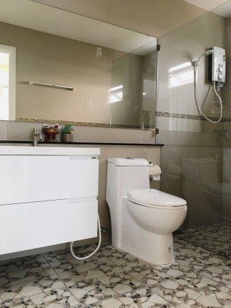 Na Chom Thian, Tailandia: Bathroom