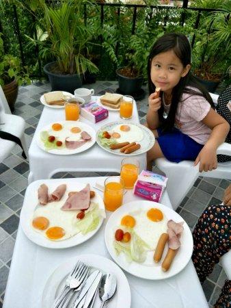 Na Chom Thian, Tailandia: Breakfast