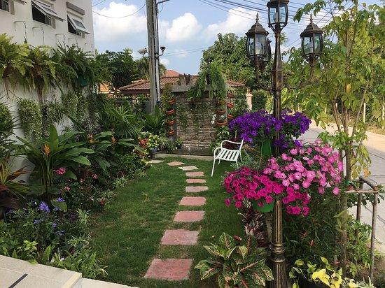 Na Chom Thian, Tailandia: Small Garden