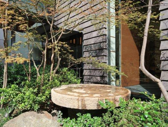 Hotel Niwa Tokyo: Water garden at Niwa entrance