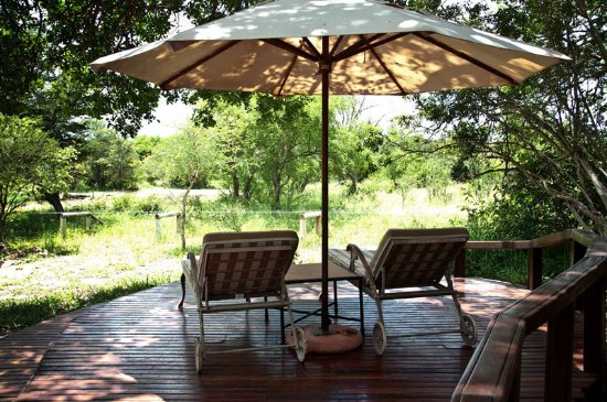 Monwana Game Lodge: Deck overlooking the waterhole