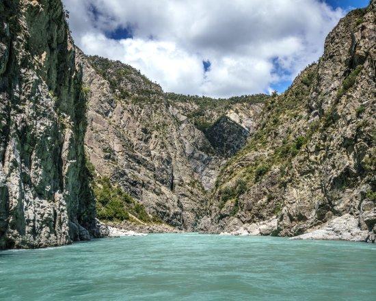 Springfield, New Zealand: incredible cliffs along the way