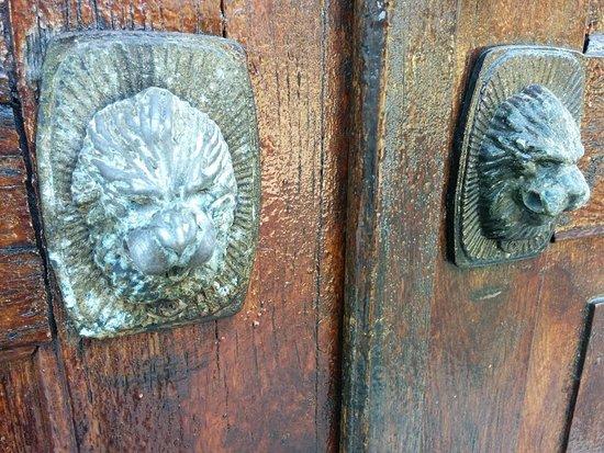 Kharkiv Oblast, Ukraina: Двери музея.