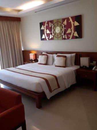 Le Murraya: 5m X 5m bedroom