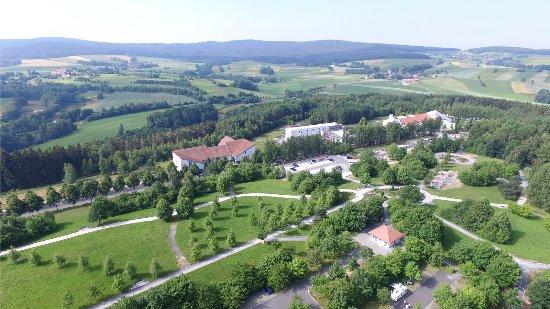 Neualbenreuth, Alemania: Reisemobilhafen, Kurpark mit Vitalparcours in der Kurallee beim Sibyllenbad
