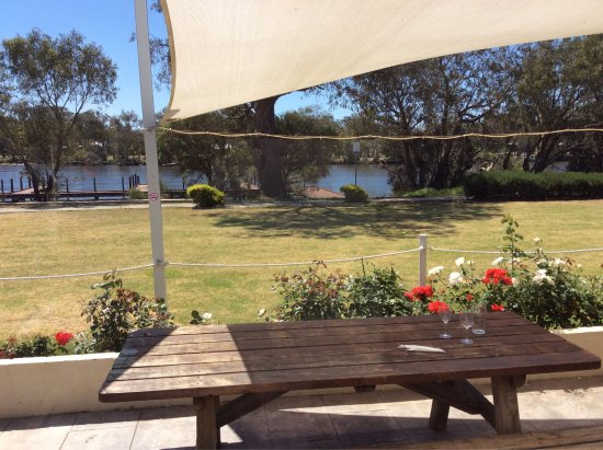 South Yunderup, Australia: Great location by the water