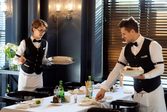 Картинки по запросу семейный ресторан официанты