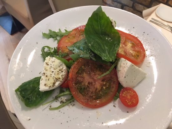 Oranmore, Ierland: Caprese Salad with Buffalo Mozzarella cheese from Campania