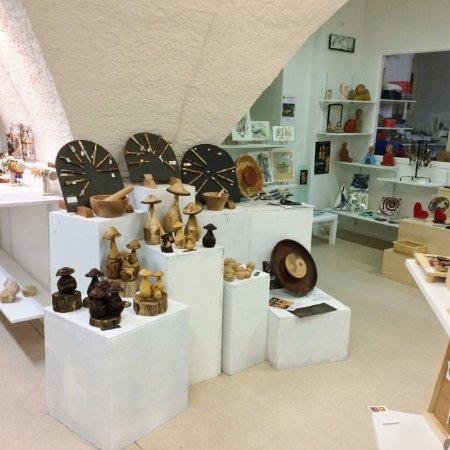 Burlats, Frankrijk: La boutique côté créations bois ,verre et sculpture