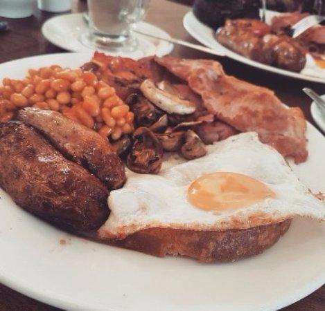 Castleton, UK: Quality full english.