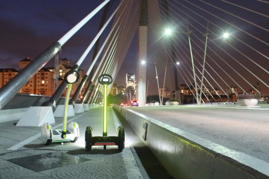 Putrajaya, Malezja: Electric Scooter Tour. Perdana Bridge