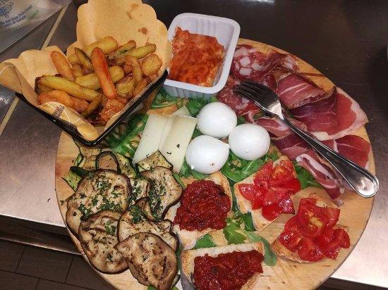 Barberino Val d'Elsa, Italien: tagliere spinning metà vegetariano