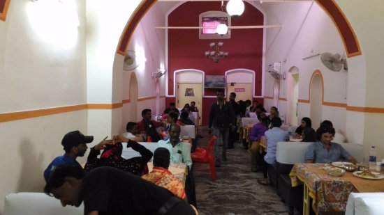 Agra District, Indien: Lunch Time at Novelty Restaurant