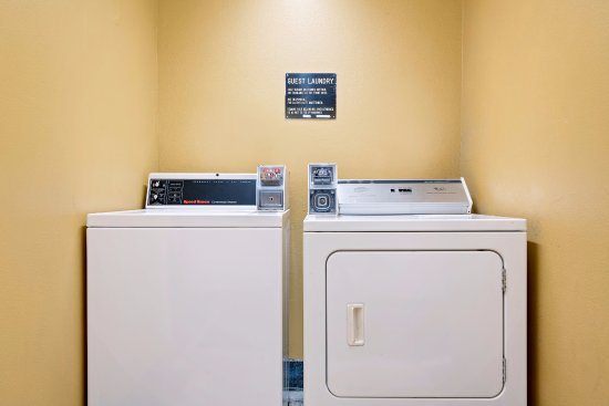 Days Inn Mounds View Twin Cities North : Guest Laundry
