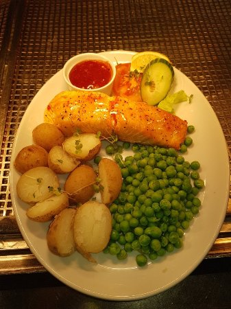 Canvey Island, UK: Nice grill salmon with sweet chilli sauce new potatoes and peas ☺🍽🍽