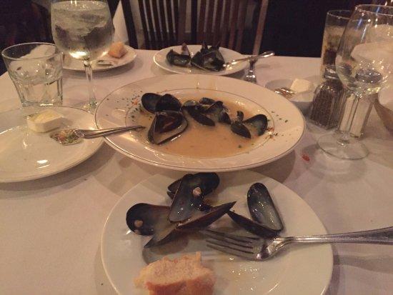Ariani Restaurant & Lounge: Mussel Appetizer