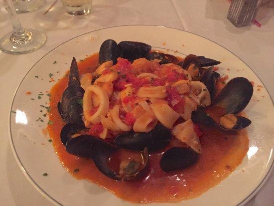 Ariani Restaurant & Lounge: Brodetto Istriana, Zuppa Frutta Di Mare