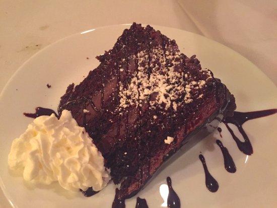Ariani Restaurant & Lounge: Chocolate Suicide Cake
