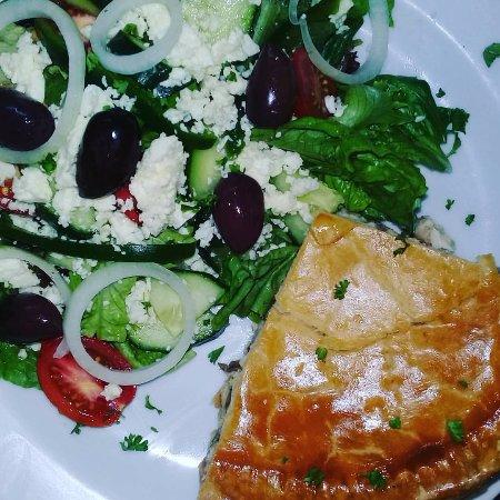 Swellendam, Sudáfrica: Café Sofietjie Home-made Steak & Kidney Pie and Chicken & Mushroom pie is absolutely divine!