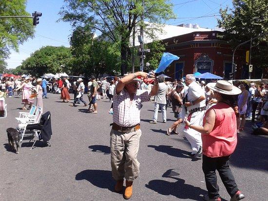 Feria de Mataderos- Bailando Folklore- Bs.As. 2017.