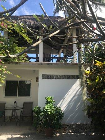 Baldwin's Guest House Cozumel: Deck on upper level of casita.