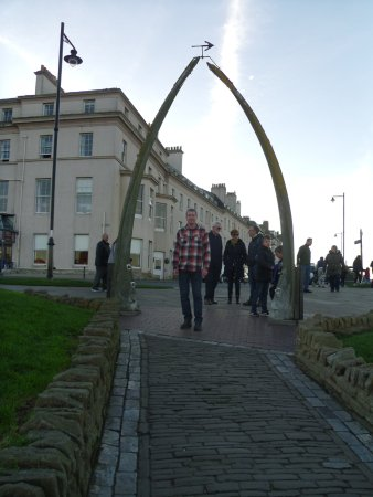 Whitby Harbour: Whalebone arch in Whitby