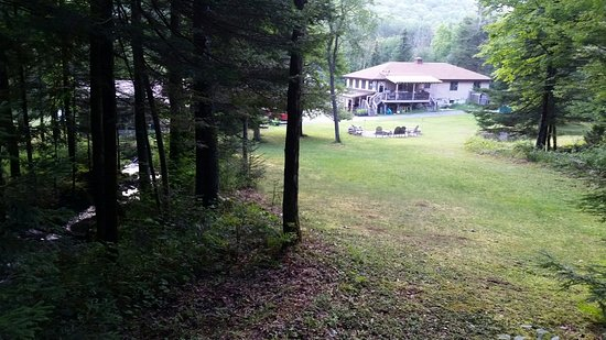 Schroon Lake, État de New York : Yard, rustic camping