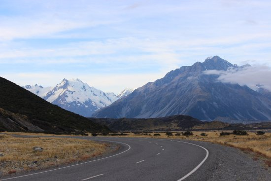 Mt. Cook Village, New Zealand: The road to Mt Cook!