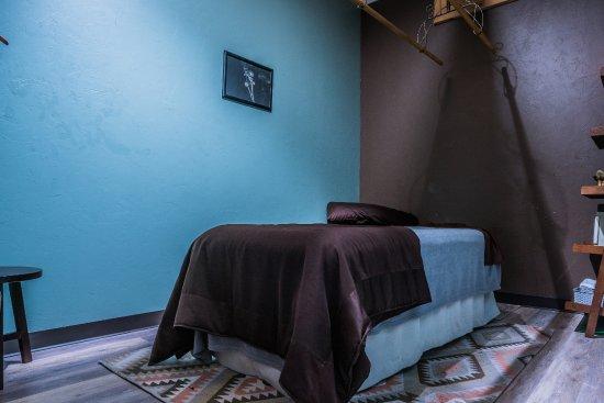 Norman, OK: ashiatsu and massage room