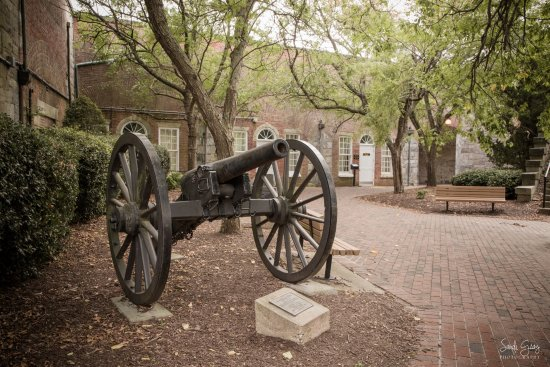 Hampton, VA: Canon outside of the museum entrance