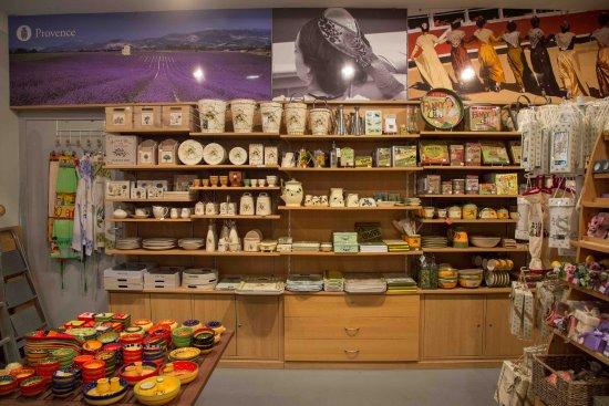 D coration proven ale picture of nimes souvenirs nimes for Decoration provencale