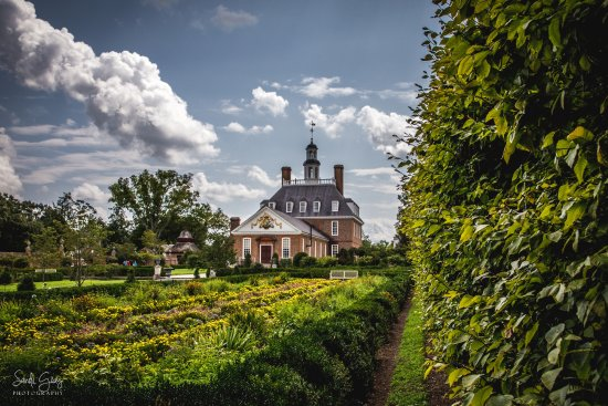 Colonial Williamsburg : Plan several hours to walk the gardens and explore