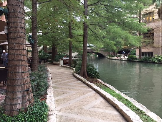 The Westin Riverwalk, San Antonio: view of Riverwalk from restaurant/bar area