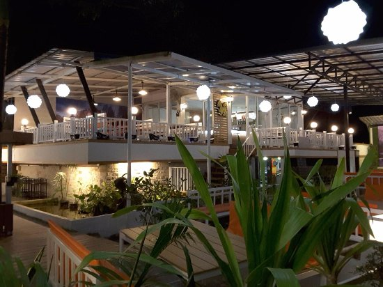 La Lom Bar & Restaurant: outside view of most beautiful restaurant in Buriram