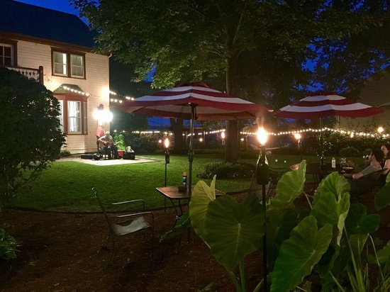 Captain Wohlt Inn: Guests enjoying Friday Fundays, featuring live music in our beautiful gardens!