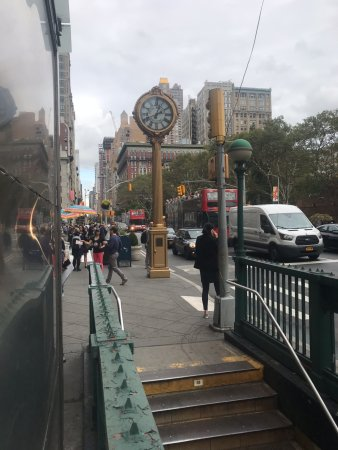 ‪Tiffany Street Clock at 5th Ave.‬