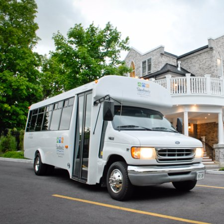 Bloomfield, Canadá: Tour the local wineries and breweries in comfortable transportation.