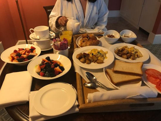 Southport, คอนเน็กติกัต: Complimentary Breakfast delivered to the room