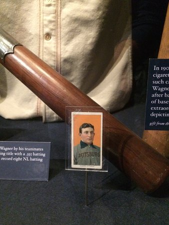 National Baseball Hall of Fame and Museum : Honus Wagner card - exhibits