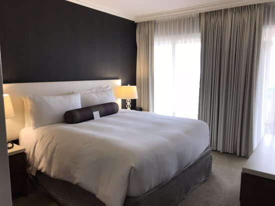 InterContinental Los Angeles Century City: Bedroom Shot