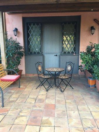 Sant'Alfio, Italia: 1st floor Back seating area